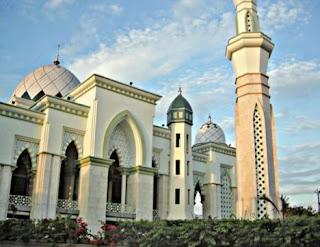 "<a href="" http://4.bp.blogspot.com/-uouC198TuNM/USM5zHXQIEI/AAAAAAAAB6Y/y9wYzs8m7h0/s320/Masjid+Termegah+dan+Terbesar+di+Indonesia6.jpg""><img alt=""Tempat beribadah umat islam,Masjid Termegah dan Terbesar di Indonesia, Masjid Raya Makassar – SULAWESI SELATAN"" src=""http://4.bp.blogspot.com/-uouC198TuNM/USM5zHXQIEI/AAAAAAAAB6Y/y9wYzs8m7h0/s320/Masjid+Termegah+dan+Terbesar+di+Indonesia6.jpg""/></a>"