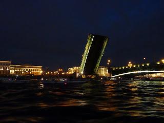Дворцовый, Троицкий мост