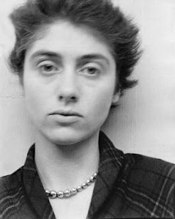 Diane Arbus photographiée par son mari Allan Arbus en 1949