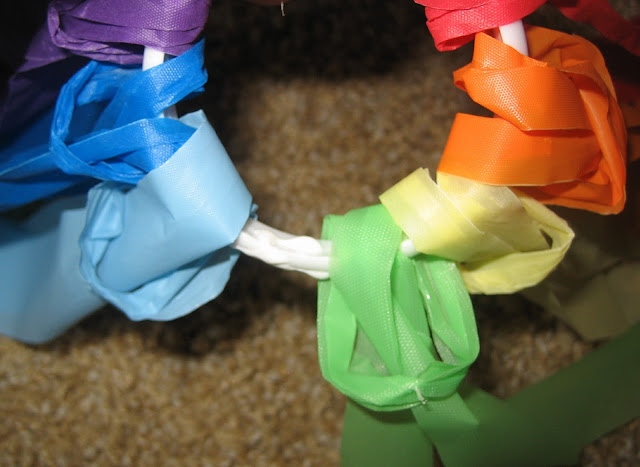 Rainbow Streamers in Preschool : teachingthelittlepeople.com