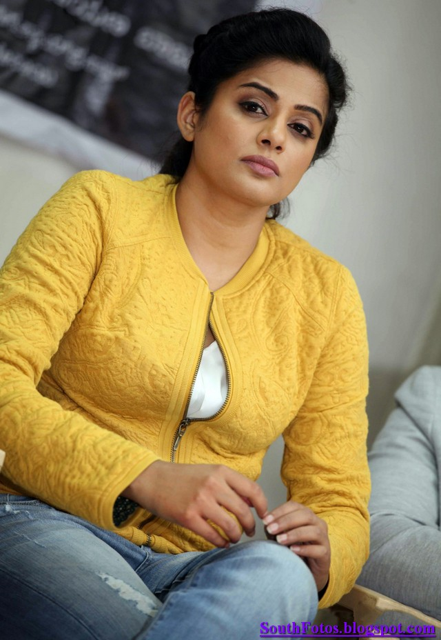Priyamani Hot Wallpapers