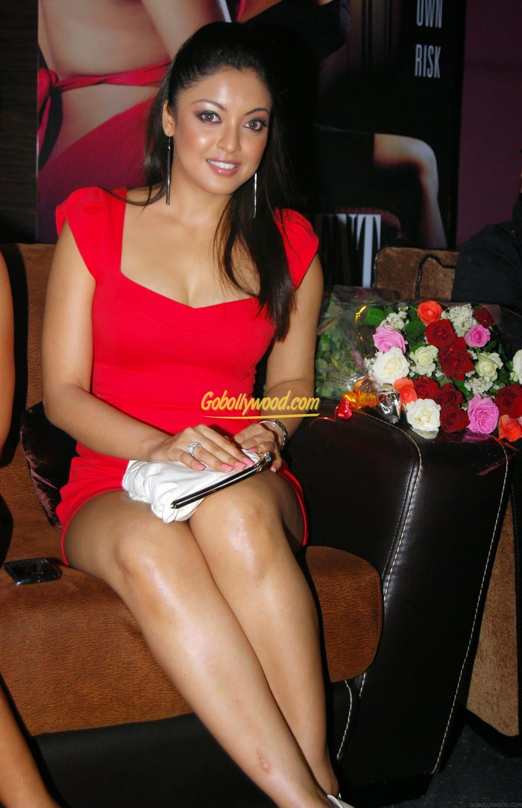 Tanushree Dutta  red legs
