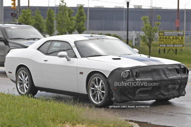 "2015 Dodge Challenger Spotted with 6.2-Liter Supercharged ""Hellcat"" V-8 Engine"