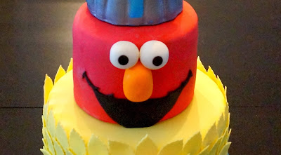 http://sugarellasweetshowto.blogspot.ca/2013/12/how-to-make-sesame-street-elmo-cake.html