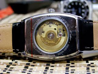 Женские часы kolber k нет в наличии артикул: k механизм: кварцевые корпус: нержавеющая сталь покрытие: позолота стекло: минеральное водозащита: 50м.