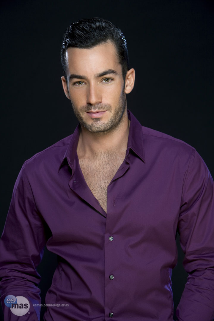 Aaron Diaz-140 | famosos-latinos.blogspot.com