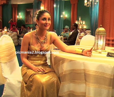 Kareena  Kapoor Hot and Spicy Cleavage Show Golden Dress Sexy