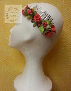 peineta para boda con hojas y flores de colores variados realizada por encargo