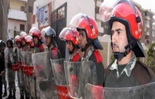 """أنصار مرسي يستقبلون أفراد الحرس الجمهوري وأمن الرئاسة بهتاف """"الله أكبر"""""""