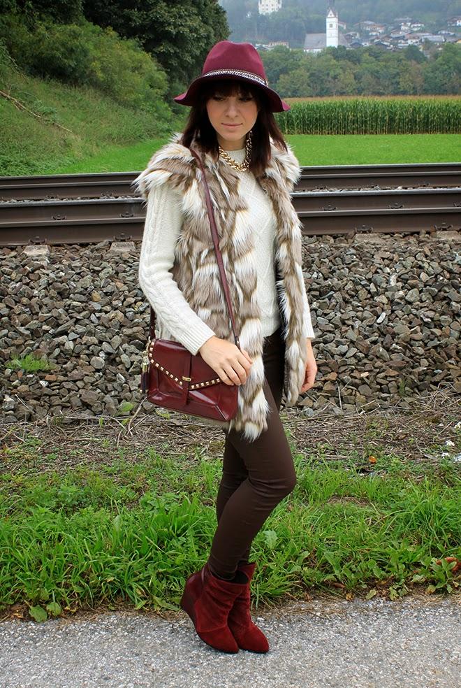 outfit-Trend-fashionblogger-fellweste-fakefur-fauxfur-zara-boots-supertrash-bordeaux-hat-bag-studded-sarenza