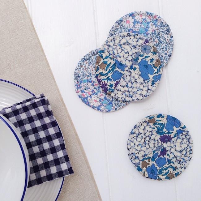 http://4.bp.blogspot.com/-uqccdI963oc/VW7IlAaquNI/AAAAAAAAFUk/KicSBouFgMU/s1600/quilted_coaster_sewing_tutorial_UK_Jessie_Fincham.JPG