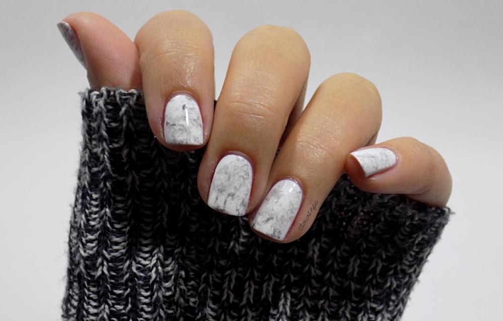 Pour réaliser ces ongles en marbre, jai décidé de le faire sur fond blanc, je trouve cela plus joli, je testerai sûrement sur du noir dans peu de temps.
