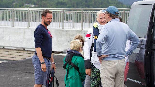 Bill Gates and his family visited Crown Prince Haakon and Crown Princess Mette Marit.