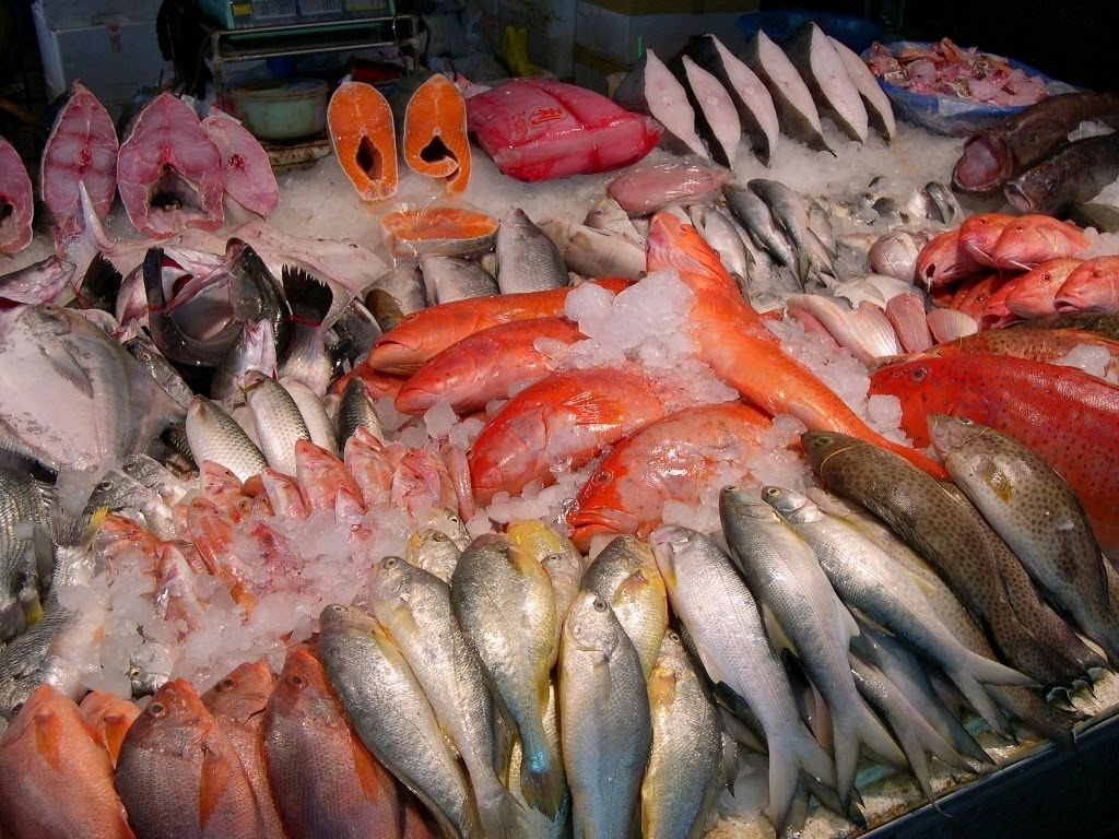 Taiwan the bradt travel guide budai seafood market for Seafood fish market