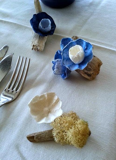 fiori di carta e legni del mare