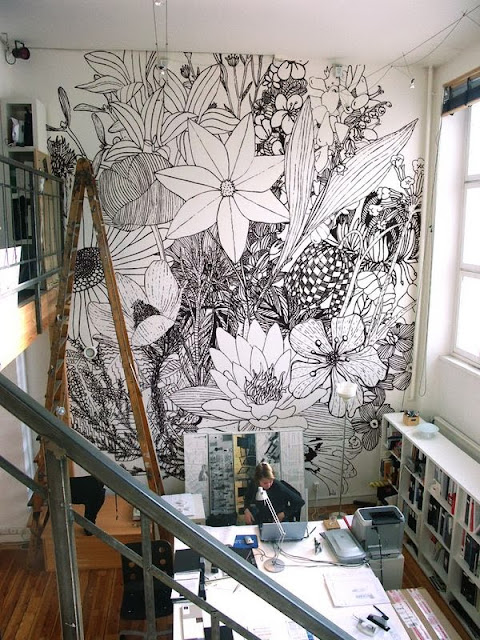 gorgeous black and white floral print wallpaper