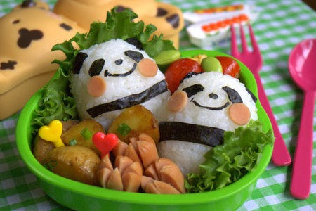 Charaben, character bento bentuk panda, makanan unik, lucu, food art