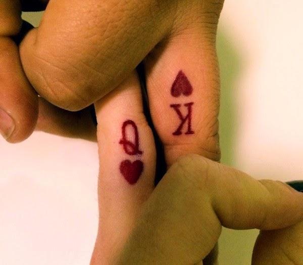 chica con los dedos tatuados 28