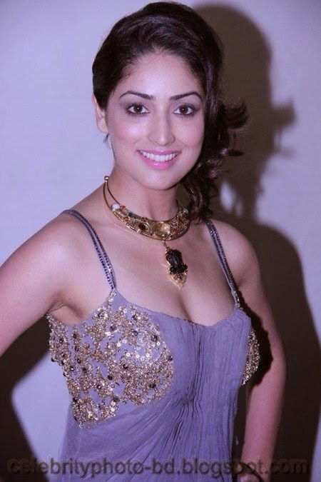 Yami+Gautam+Latest+Hot+Navel+Show+Still+Pictures+And+Photos+Front