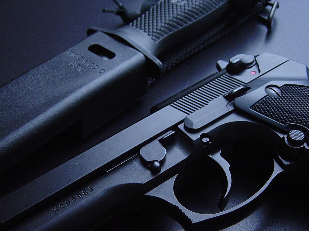 http://4.bp.blogspot.com/-usMAHFvzSzk/TnhMnxrNsmI/AAAAAAAABC0/bEymMf-GJTM/s1600/gun+wallpapers+%252834%2529.jpg