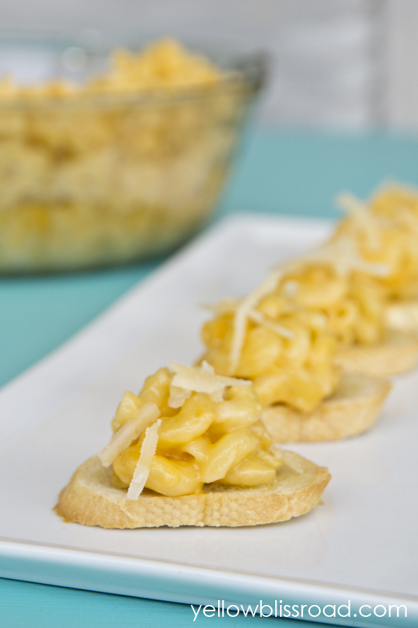 Parmesan Mac 'N Cheese Crostini Appetizer - An addicting and oh so deliciously unexpected appetizer that will have your friends begging for more!
