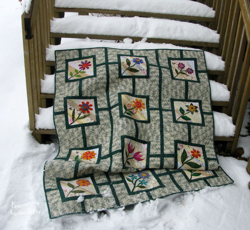 Garden Maze quilt on deck at Freemotion by the River