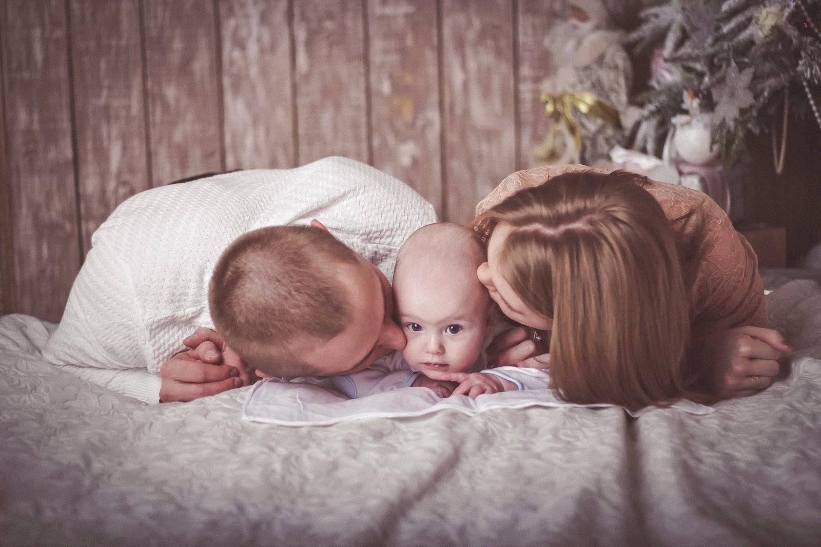 Смотреть онлайн дочь сосёт отцу пока тот разговаривает по телефону 11 фотография