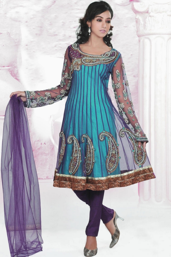 New Frock Designs in Pakistan http://shoaibnzm.blogspot.com/2011/09/pakistan-frocks-new-fashion.html