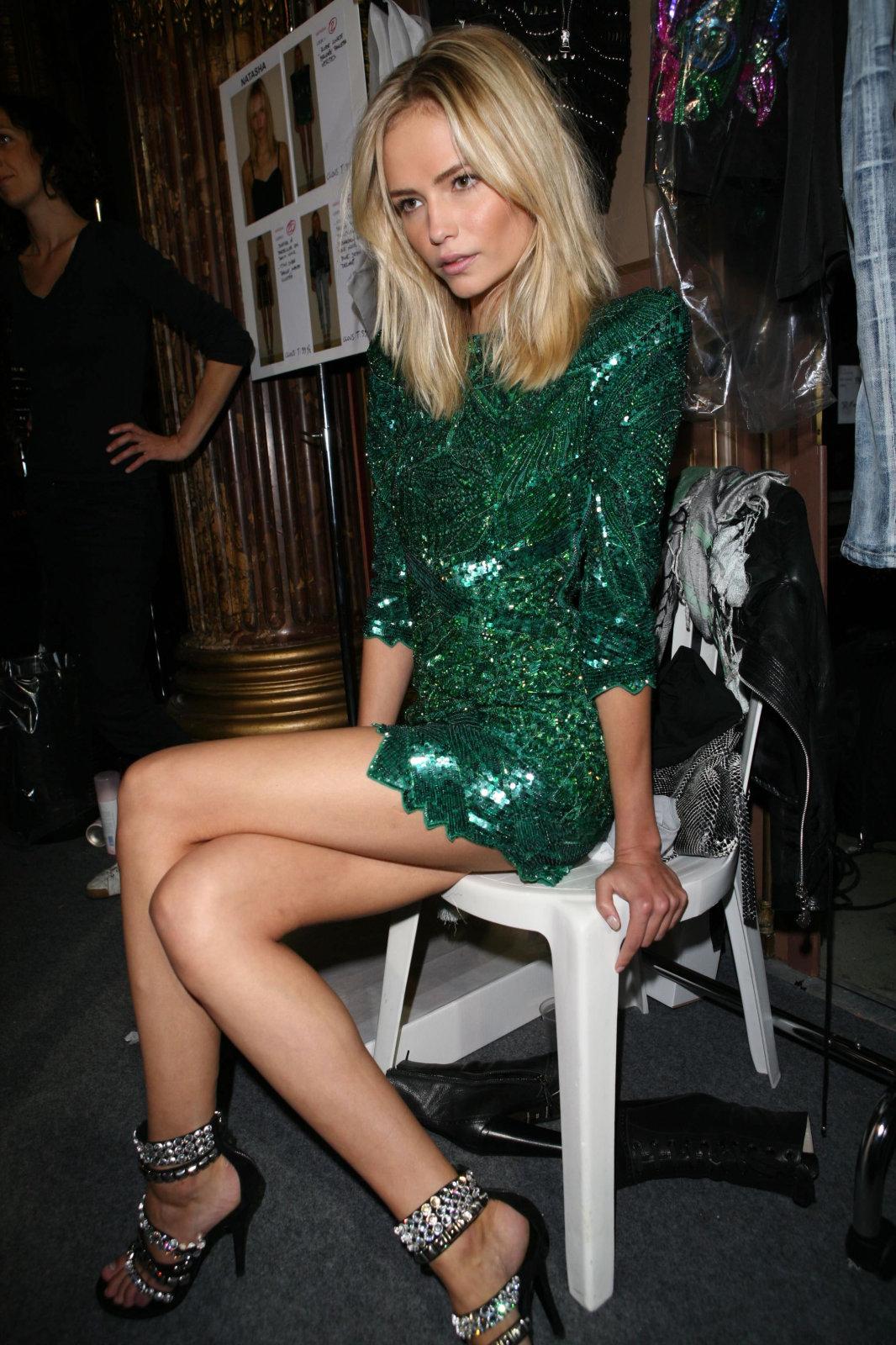 http://4.bp.blogspot.com/-uspTKtDsb4s/TZ1QL3PpGVI/AAAAAAAAAFI/10iDnsflXRE/s1600/poly-in-balmain-emerald2.jpg