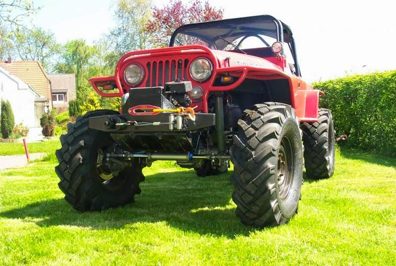 Modifikasi Mobil Jeep CJ-7 Merah
