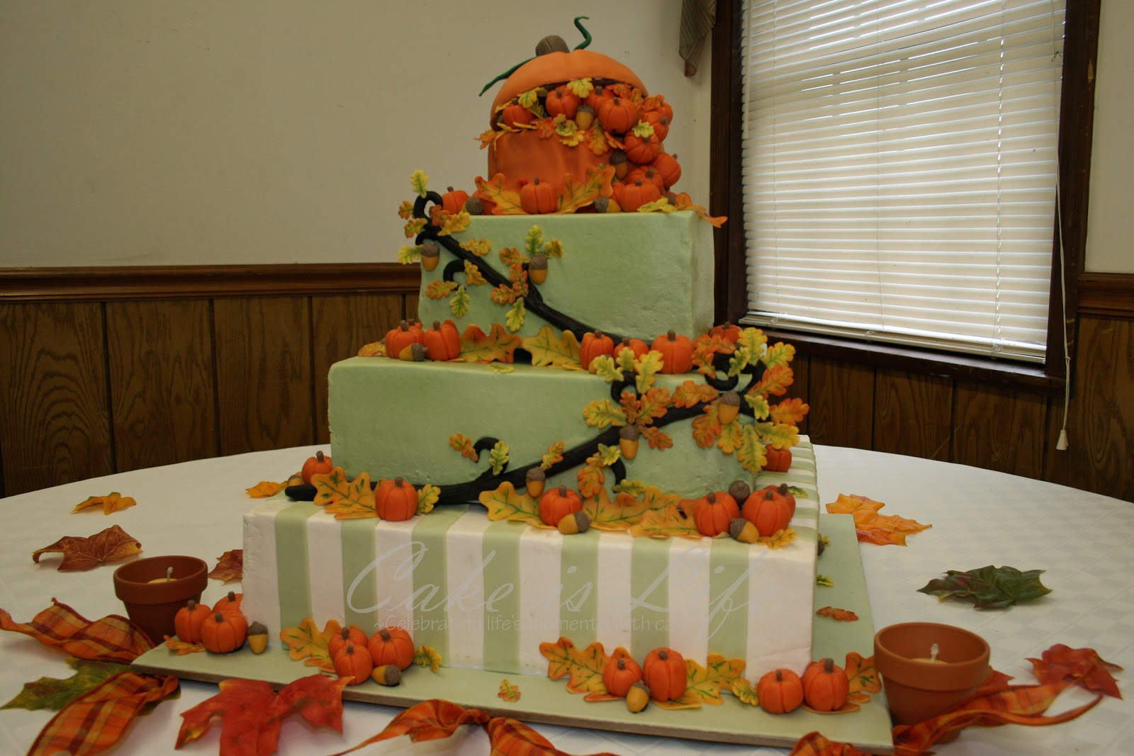 Autumn vanilla picture autumn themed wedding cakes for Fall cake ideas
