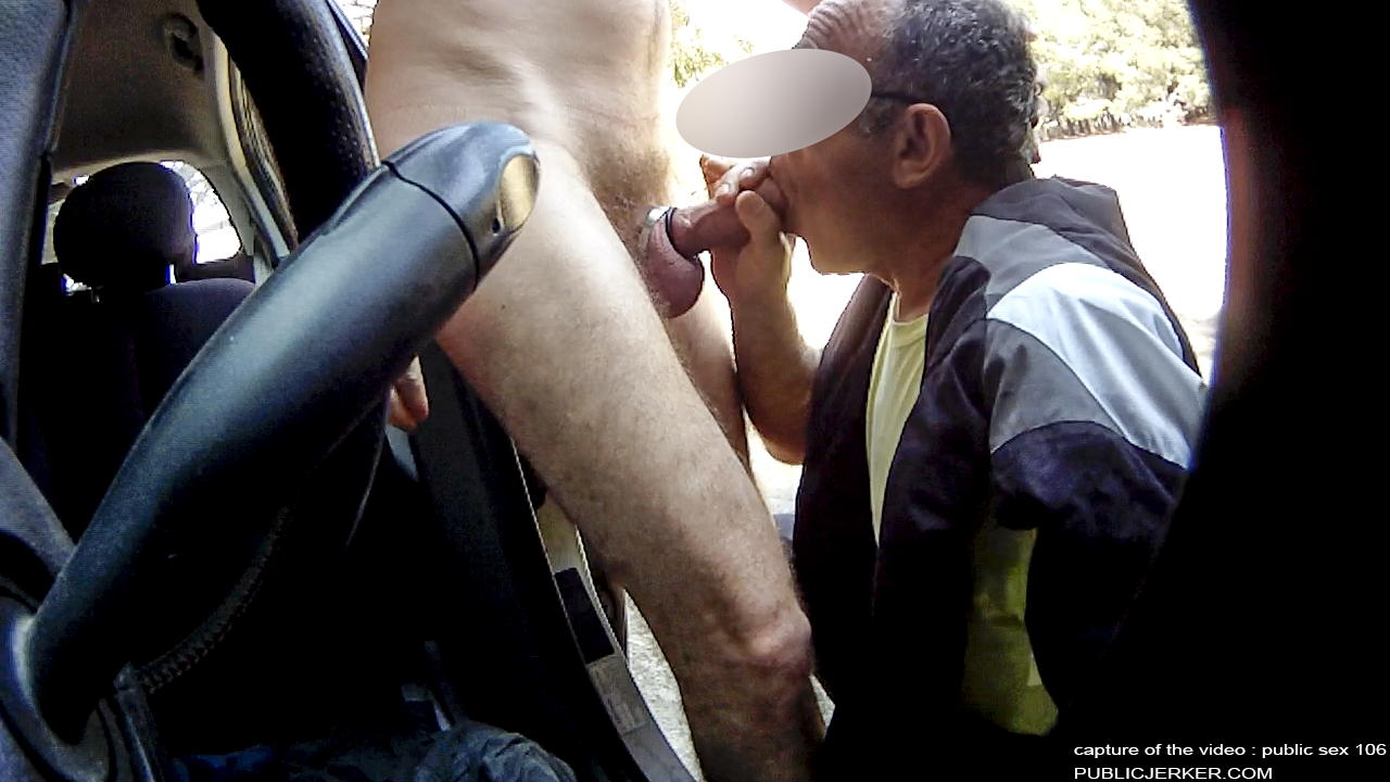 Amateurs filmed sucking cock in gay sauna 9