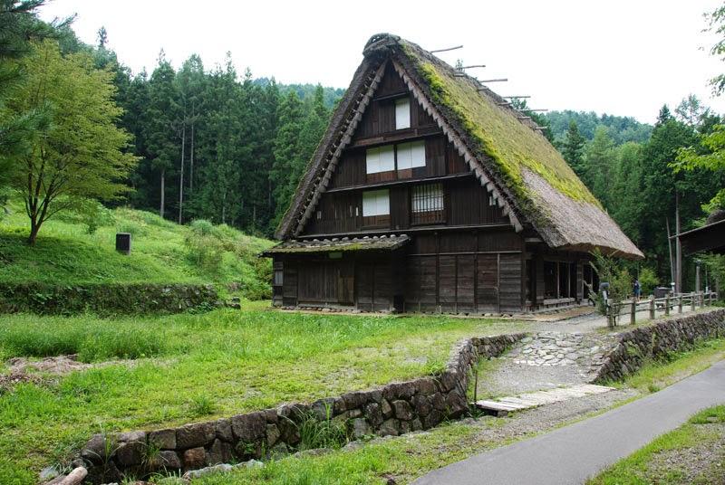 Viaggio in giappone le case dai tetti di paglia di takayama for Tetti di case moderne