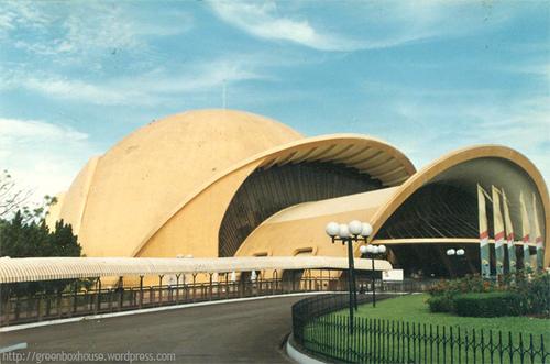 teater imax keong emas berbentuk keong raksasa merupakan tempat