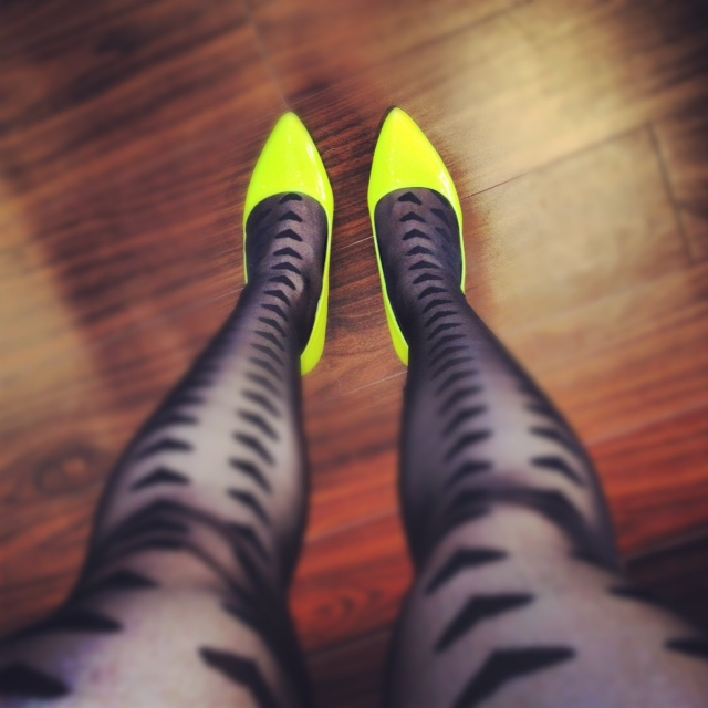 Lime neon pumps, neon shoes, pumps, asos tights, asos big hearts tights, tights and pumps, fashion, style
