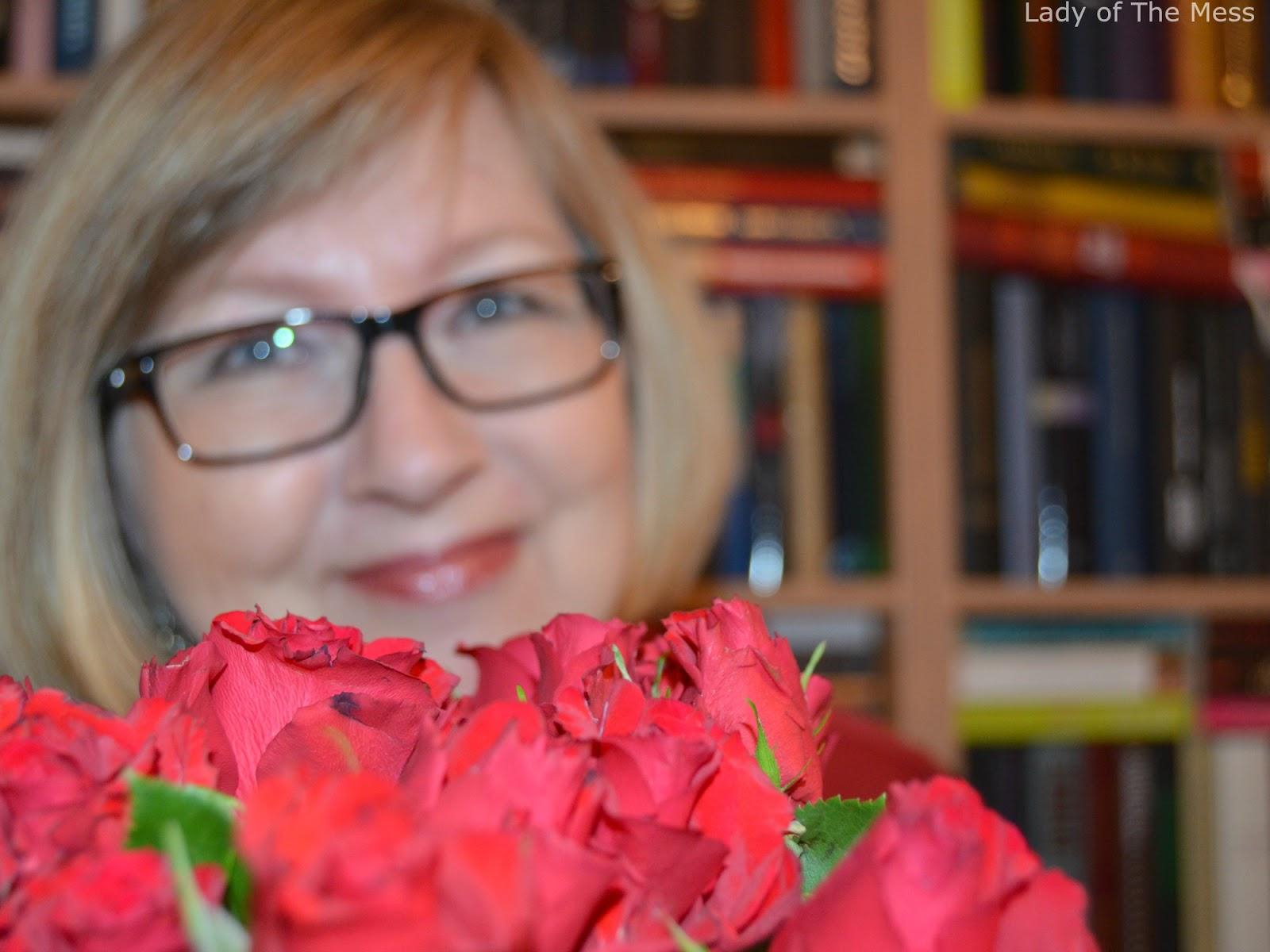 aikuinen nainen, adult woman, ruusut, roses
