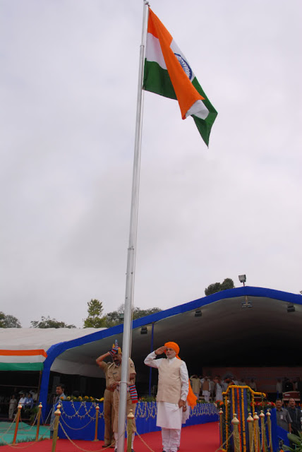 india-prime-minister-narendra-modi-independence-day-flag-salute-image