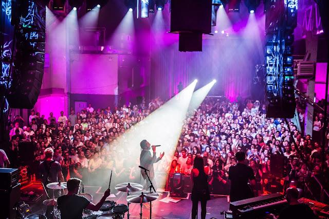 Der neue Song von Adel Tawil 'Unsere Lieder' | 10 Minuten Konzertmitschnitt vom Telekom Street Gig im Kesselhaus  | Atomlabor Blog ( Sponsored Video )