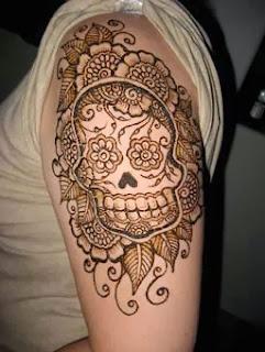 Tattoo caveiras mexicanas em mulheres