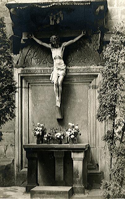 Końskie, kościół p.w. św. Mikołaja - romański tympanon, fotografia przed 1943 r. Fot z kolekcji KW.