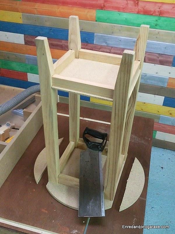 Cortar laterales del tablero de la mesa camilla. www.enredandonogaraxe.com