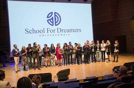 Scopri la School for Dreamers!