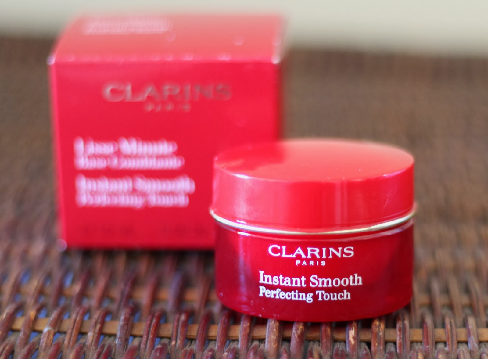 База под макияж clarins instant smooth perfecting touch