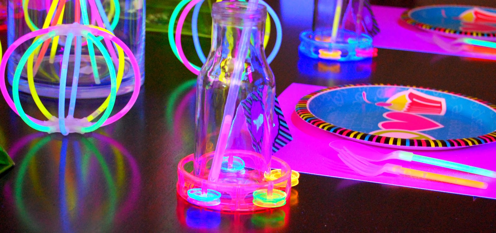 Simply Creative Insanity Totally coolNeon Glow Party