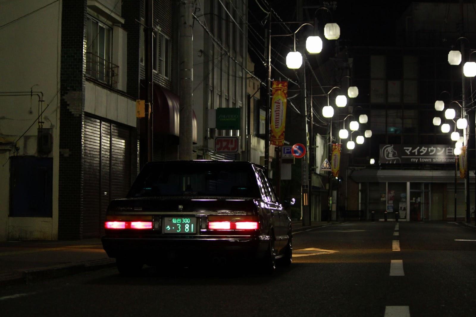 Toyota Crown S12, japoński samochód, motoryzacja, jdm, zdjęcia, fotki, photos, tuning, nocna fotografia, samochody nocą, po zmroku, auto, sedan, luksusowy, komfortowy, wysoka jakość