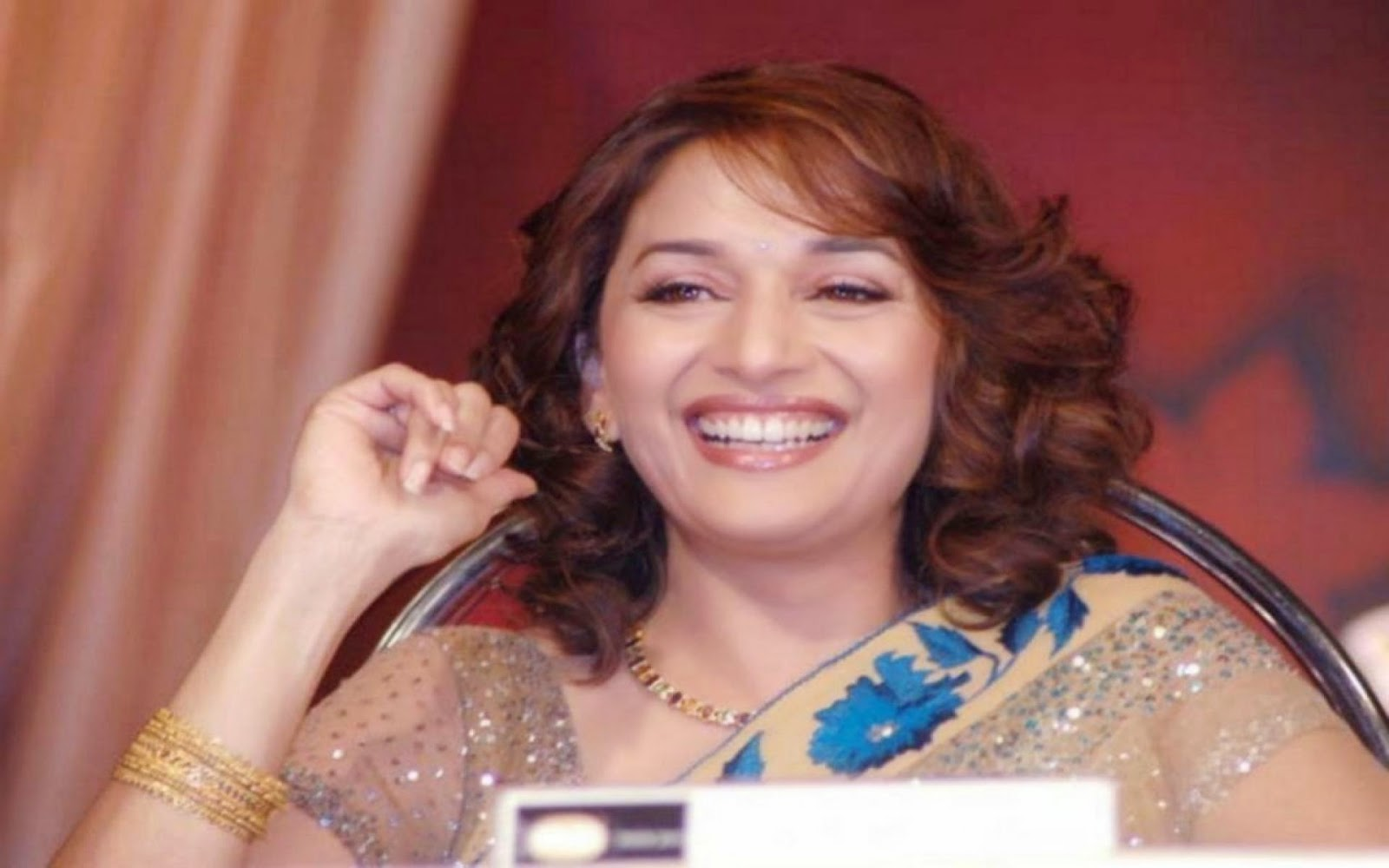 Hottest Smile Maduri Dixit HD Wallpaper Free Download