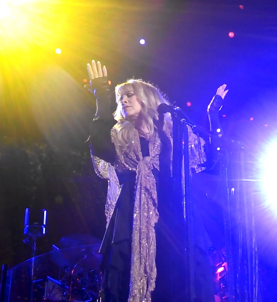 Fleetwood Mac News: Nicks is the hippie earth mother cloaked in shawls ...