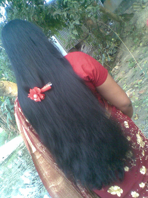 Homely kerala girl in saree with loose long hair style