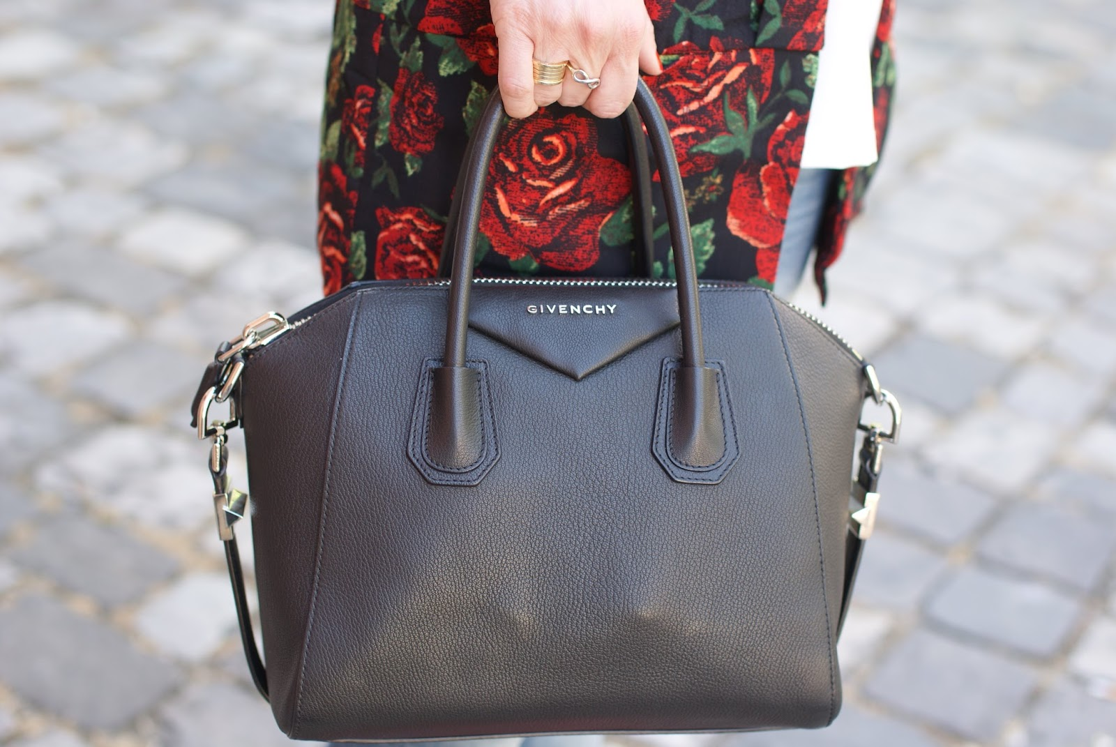 Givenchy Antigona small on Fashion and Cookies fashion blog