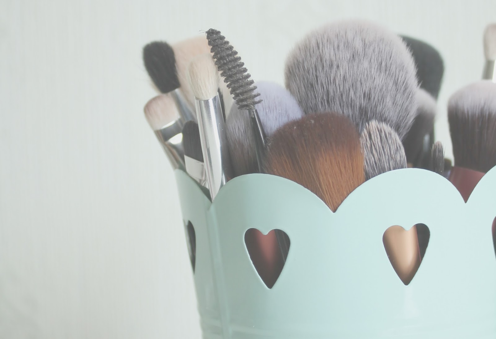 HOMELY LITTLE TOUCHES | MAKEUP BRUSH POT | LOVELY JUBBLY